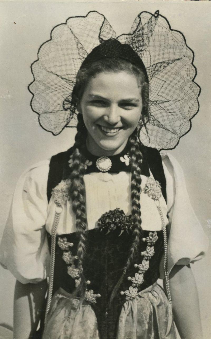 Swiss costume1